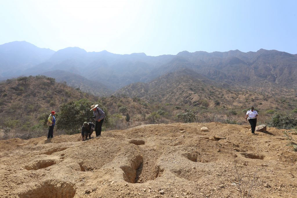 Investigation of burial site with Peruvian authorities
